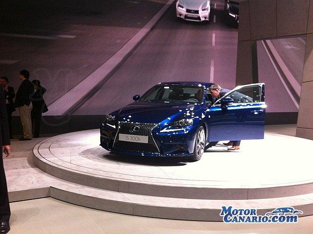 Lexus LF LC Azul Ópalo