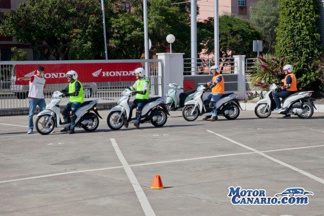 Honda Canarias celebró con éxito un nuevo curso de conducción de scooters.