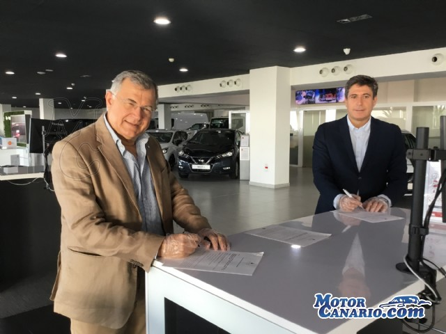 Nissan Arimotor Tenerife entrega 10 nuevos Leaf a la Autoridad Portuaria.